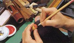 手彫り印鑑、字入れ風景