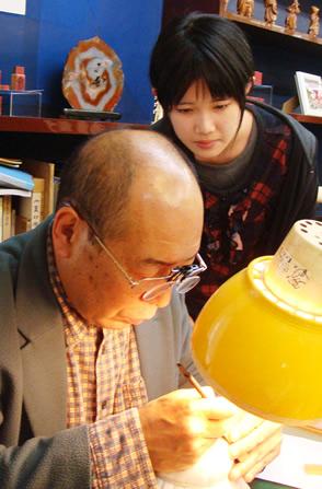 一級彫刻士の大槻秀山先生の完全手彫り印鑑、実印・銀行印・印鑑を彫刻しています