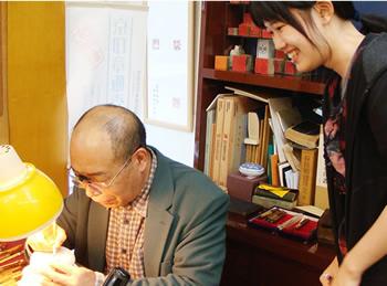 一級彫刻士の大槻秀山先生の完全手彫り印鑑、実印・銀行印・印鑑を丁寧に手彫りで彫刻しています